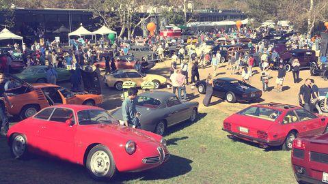 Tire, Vehicle, Land vehicle, Classic car, Car, Alloy wheel, Automotive parking light, Performance car, Crowd, Sports car,