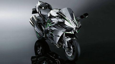 Automotive design, Automotive tire, Motorcycle, Fender, Motorcycle fairing, Rim, Automotive wheel system, Carbon, Black, Tread,