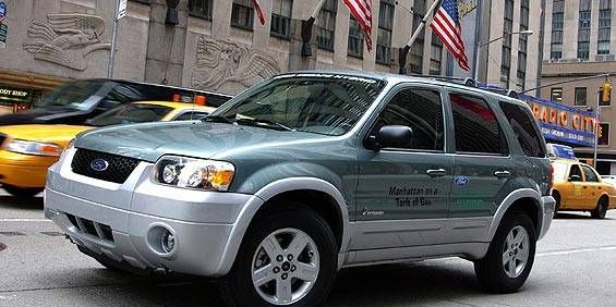 View The Latest First Drive Review Of The 2005 Ford Escape Hybrid Find Pictures And Comprehensive Information About Ford Cars