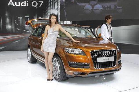 Tire, Automotive design, Vehicle, Land vehicle, Automotive lighting, Headlamp, Grille, Car, Fender, Hood,