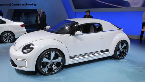 Tire, Wheel, Motor vehicle, Automotive design, Vehicle, Land vehicle, Automotive wheel system, Alloy wheel, Automotive tire, Car,
