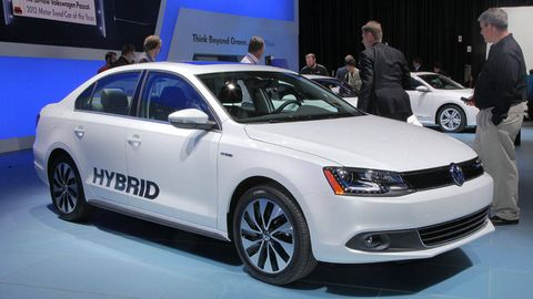 Hybrid Car The 2017 Volkswagen Jetta Combines High Fuel Economy An Estimated Combined 45 Mpg With Sny Performance Promising 0 To 60 Mph