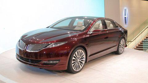 Mode of transport, Automotive design, Vehicle, Land vehicle, Transport, Car, Glass, Alloy wheel, Vehicle door, Rim,