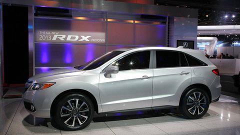 Tire, Wheel, Vehicle, Automotive tire, Automotive design, Land vehicle, Alloy wheel, Car, Automotive wheel system, Rim,