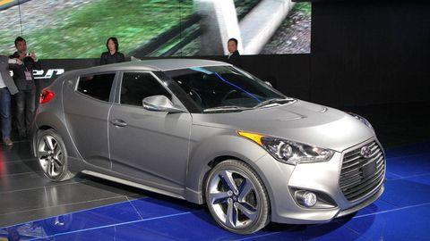Tire, Wheel, Motor vehicle, Automotive design, Mode of transport, Vehicle, Land vehicle, Headlamp, Automotive lighting, Automotive tire,