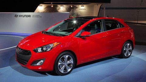 Tire, Motor vehicle, Wheel, Mode of transport, Automotive design, Vehicle, Automotive mirror, Land vehicle, Car, Glass,