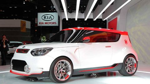 Tire, Motor vehicle, Wheel, Automotive design, Mode of transport, Vehicle, Land vehicle, Car, Alloy wheel, Automotive lighting,
