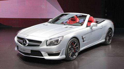 Tire, Wheel, Mode of transport, Automotive design, Vehicle, Land vehicle, Hood, Grille, Car, Rim,
