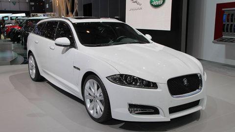Tire, Wheel, Automotive design, Vehicle, Land vehicle, Car, Grille, Headlamp, Rim, Personal luxury car,