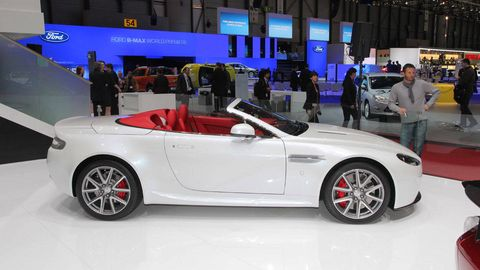 Tire, Wheel, Automotive design, Vehicle, Performance car, Car, Alloy wheel, Automotive wheel system, Rim, Fender,