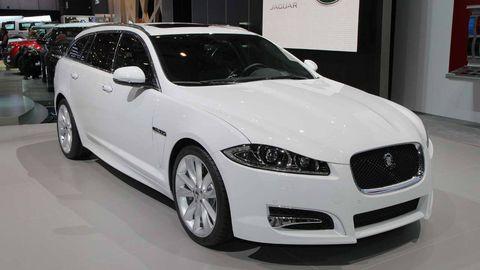 Tire, Wheel, Automotive design, Vehicle, Land vehicle, Event, Grille, Car, Headlamp, Automotive mirror,