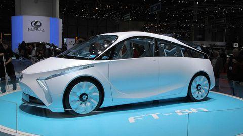 Motor vehicle, Tire, Wheel, Mode of transport, Automotive design, Transport, Vehicle, Land vehicle, Automotive mirror, Vehicle door,