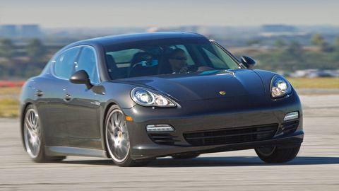 Tire, Wheel, Automotive design, Vehicle, Transport, Land vehicle, Rim, Automotive tire, Automotive wheel system, Car,