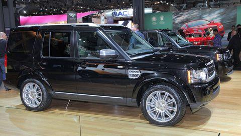 Tire, Wheel, Automotive tire, Automotive design, Vehicle, Rim, Spoke, Car, Alloy wheel, Automotive exterior,