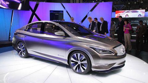 Wheel, Automotive design, Mode of transport, Vehicle, Car, Auto show, Exhibition, Personal luxury car, Mid-size car, Alloy wheel,