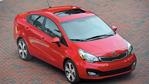 Tire, Motor vehicle, Wheel, Automotive mirror, Mode of transport, Automotive design, Vehicle, Land vehicle, Transport, Glass,