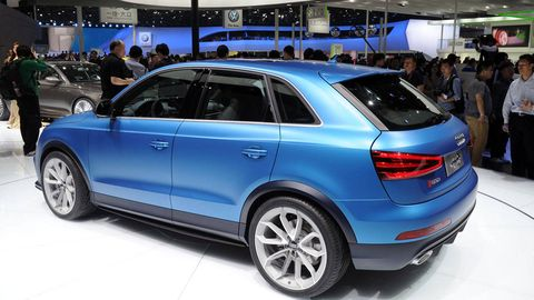 Tire, Wheel, Automotive design, Vehicle, Land vehicle, Car, Automotive tire, Spoke, Rim, Alloy wheel,