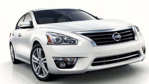 Motor vehicle, Automotive mirror, Tire, Mode of transport, Automotive design, Daytime, Automotive tire, Vehicle, Automotive lighting, Automotive exterior,