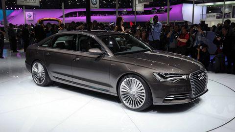 Tire, Wheel, Automotive design, Vehicle, Product, Land vehicle, Event, Car, Personal luxury car, Alloy wheel,