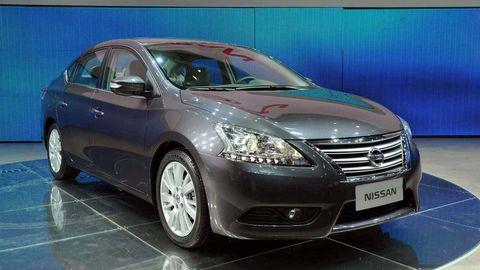 Motor vehicle, Tire, Wheel, Automotive mirror, Mode of transport, Automotive design, Vehicle, Glass, Transport, Automotive tire,