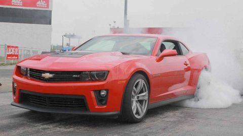 Tire, Motor vehicle, Wheel, Automotive design, Transport, Automotive tire, Vehicle, Chevrolet camaro, Hood, Rim,