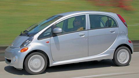 Wheel, Motor vehicle, Tire, Automotive mirror, Mode of transport, Automotive design, Vehicle, Transport, Land vehicle, Automotive wheel system,