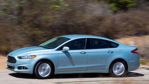 Tire, Wheel, Vehicle, Car, Rim, Full-size car, Alloy wheel, Mid-size car, Automotive tire, Headlamp,