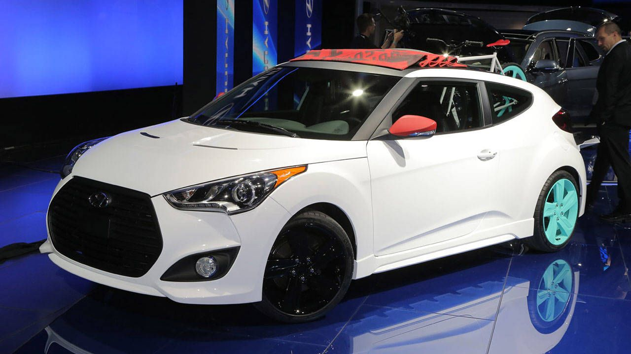 Just when we thought it couldnu0027t get any hipper the Hyundai Veloster ditches its top and goes uber-urban with the new Veloster C3 Roll Top concept. & Hyundai Veloster C3 Roll Top Concept - 2012 Los Angeles Auto Show ...