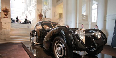 Tire, Automotive design, Vehicle, Classic car, Car, Classic, Antique car, Fender, Vehicle door, Automotive wheel system,