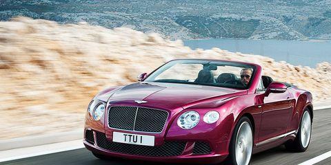 Mode of transport, Vehicle, Automotive design, Land vehicle, Bentley, Car, Grille, Hood, Fender, Personal luxury car,