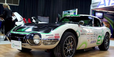 Tire, Wheel, Vehicle, Automotive design, Automotive tire, Car, Performance car, Automotive wheel system, Sports car, Rim,