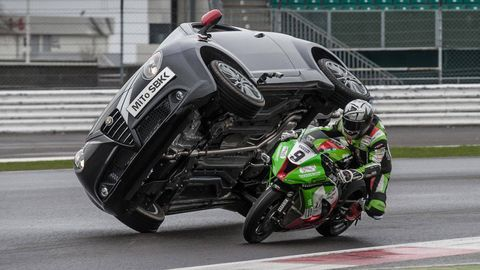 Motorcycle, Mode of transport, Automotive design, Motorcycling, Motorcycle racing, Automotive exterior, Motorcycle helmet, Personal protective equipment, Automotive lighting, Motorcycle fairing,