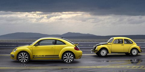 Tire, Wheel, Yellow, Vehicle, Land vehicle, Rim, Alloy wheel, Automotive tire, Automotive design, Automotive wheel system,