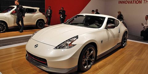Wheel, Tire, Automotive design, Vehicle, Land vehicle, Car, Performance car, Headlamp, Automotive lighting, Fender,