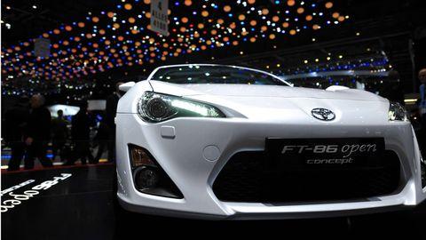 Automotive design, Mode of transport, Event, Vehicle, Car, Automotive lighting, Performance car, Headlamp, Personal luxury car, Supercar,