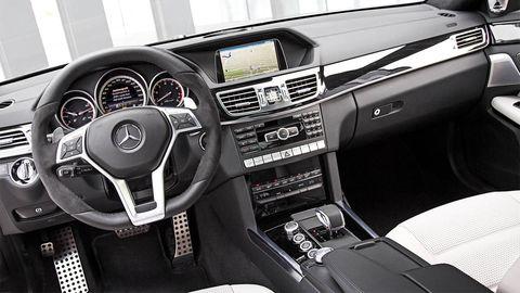 Motor vehicle, Steering part, Automotive design, Steering wheel, Center console, Vehicle audio, Automotive mirror, White, Technology, Speedometer,