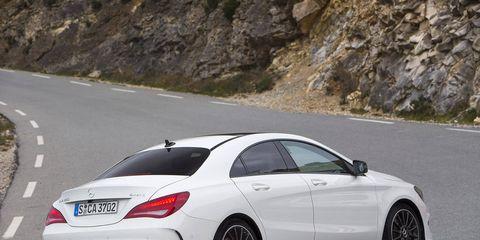 Road, Automotive design, Vehicle, Alloy wheel, Road surface, Rim, Asphalt, Spoke, Car, Automotive tire,