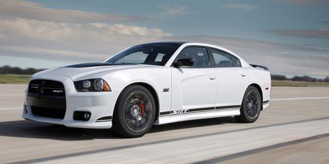 Tire, Automotive design, Automotive tire, Vehicle, Rim, Headlamp, Transport, Infrastructure, Car, Hood,