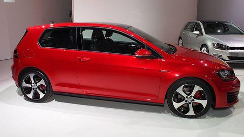 Tire, Wheel, Automotive design, Vehicle, Alloy wheel, Land vehicle, Car, Automotive wheel system, Red, Rim,