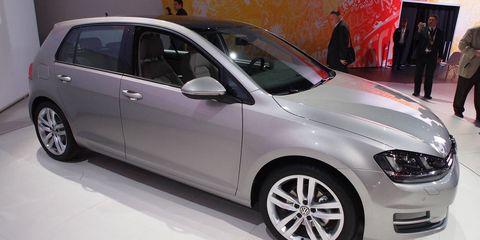 Tire, Wheel, Automotive design, Automotive tire, Vehicle, Alloy wheel, Land vehicle, Automotive mirror, Rim, Automotive wheel system,
