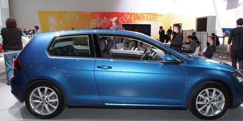 Tire, Wheel, Automotive design, Vehicle, Land vehicle, Automotive tire, Automotive wheel system, Car, Alloy wheel, Hatchback,