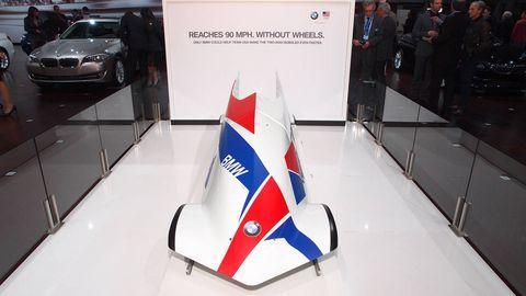 Logo, Carmine, Luxury vehicle, Grille, Flag, Bumper, Advertising, Full-size car, Mid-size car, Personal luxury car,