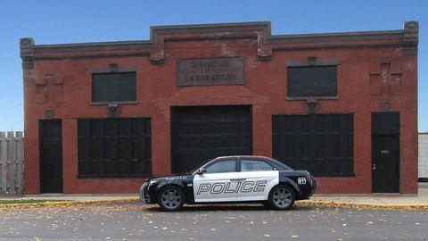 Tire, Wheel, Alloy wheel, Window, Rim, Automotive parking light, Spoke, Automotive tire, Facade, Car,
