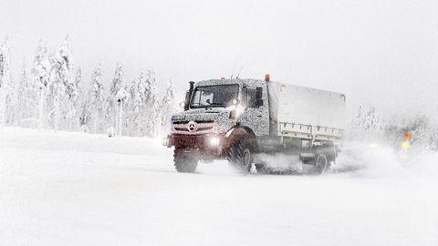 Winter, Automotive tire, Transport, Freezing, Truck, Fender, Snow, Automotive wheel system, Tread, Atmospheric phenomenon,