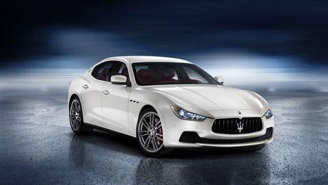 Tire, Automotive design, Mode of transport, Vehicle, Car, Automotive lighting, Rim, Alloy wheel, Performance car, Personal luxury car,