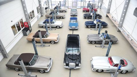 Motor vehicle, Floor, Automotive exterior, Fixture, Auto part, Engineering, Luxury vehicle, Machine, Classic car, Service,