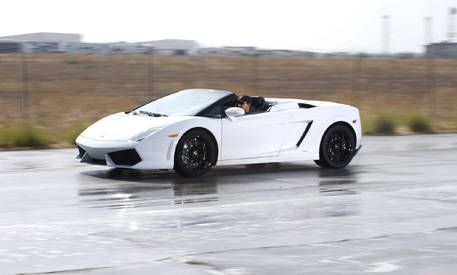 With The Top Down, The Spyder Offers A Near Unobstructed 360 Degree View Of  The Surroundings, And Thereu0027s No Better Spot From Which To Hear The V 10  Wail.