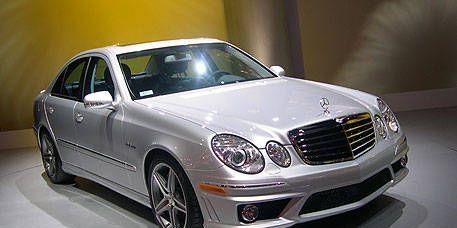 Automotive design, Vehicle, Hood, Rim, Spoke, Grille, Alloy wheel, Car, Automotive lighting, Personal luxury car,