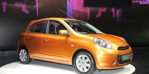 Motor vehicle, Wheel, Tire, Automotive design, Vehicle, Automotive mirror, Transport, Land vehicle, Automotive lighting, Car,