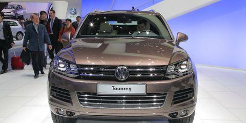 Automotive design, Vehicle, Land vehicle, Event, Headlamp, Grille, Car, Bumper, Automotive exterior, Auto show,